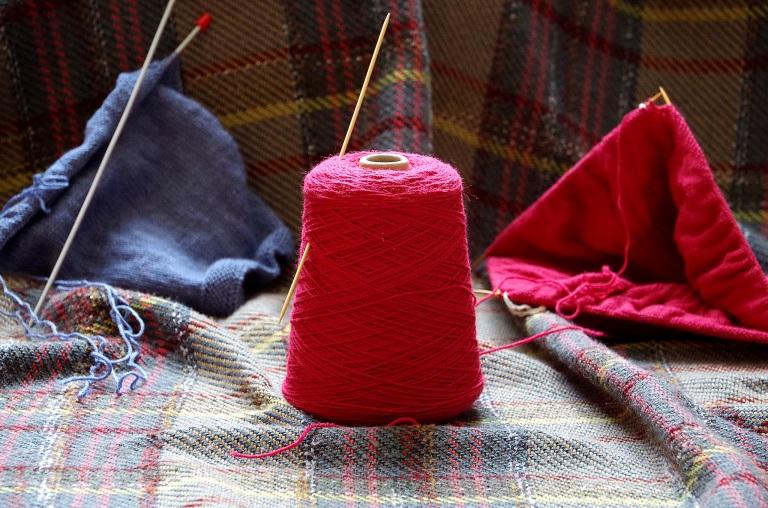 knitting den 2048