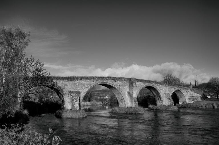 Stirling Old Bridge mono 2048